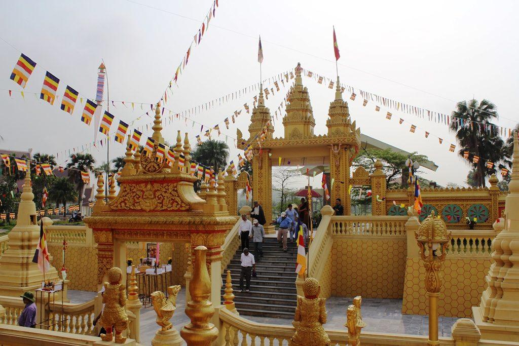 Du-khach-tham-chua-Khmer-tai-Lang-VH