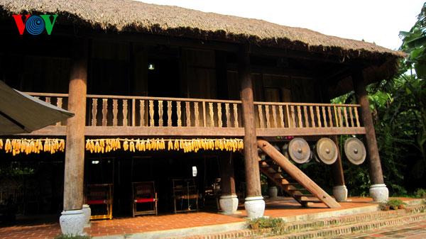 Ngôi nhà sàn của người Thái tại Du Lịch Long Việt