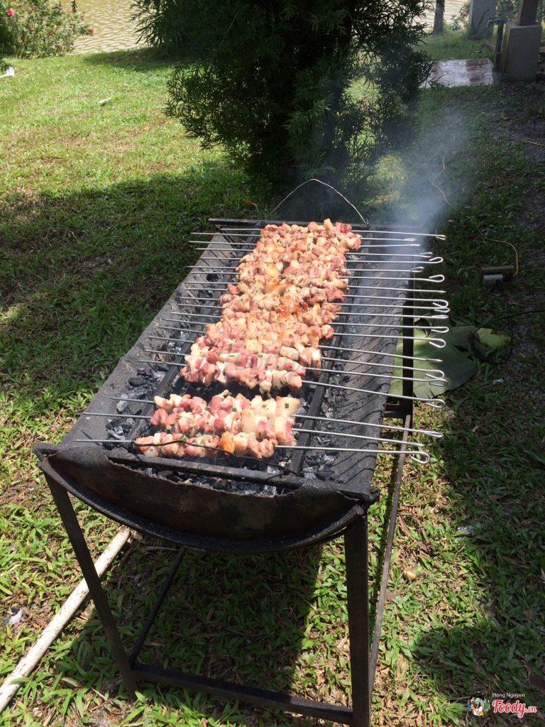 Nướng thịt ngoài trời tại Bản Xôi