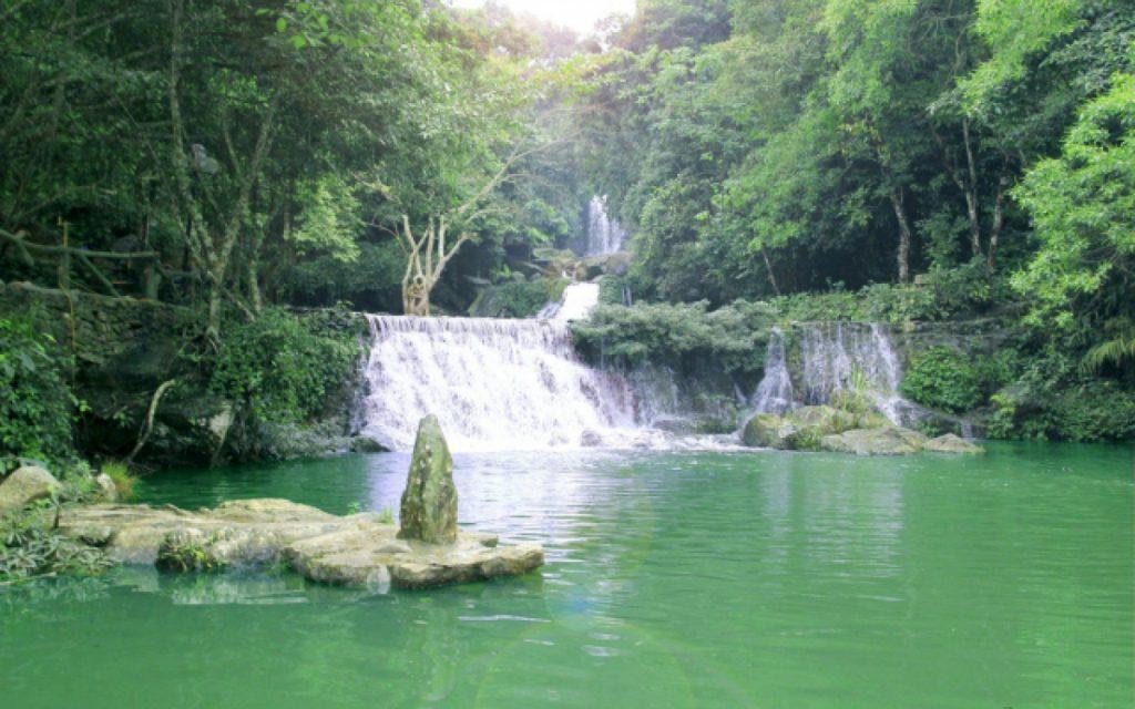Các tầng thác tự nhiên tại Khoang Xanh Suối Tiên