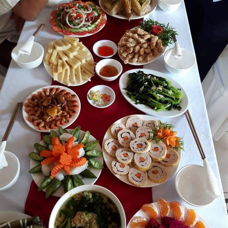 Một bàn ăn tại nhà nghỉ Công đoàn