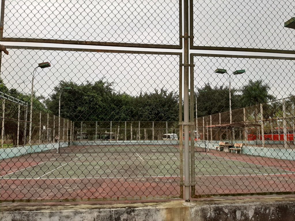 tan-da-resort-choi-tennis